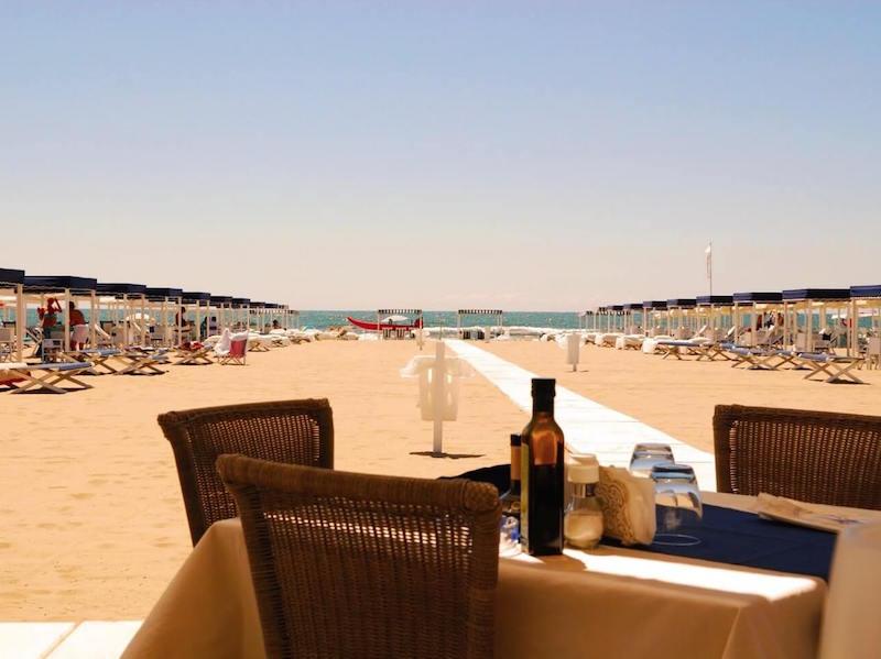 Lunch in Forte dei Marmi Beach